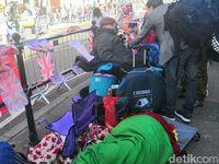 Fans Rela Tidur di Jalan Demi Saksikan Pernikahan Pangeran Harry-Meghan