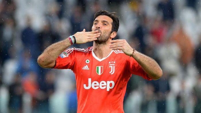 Gianluigi Buffon terpilih masuk ke dalam skuat impian Zlatan Ibrahimovic. Keduanya pernah berada satu tim di Juventus. (Foto: Massimo Pinca/Reuters)