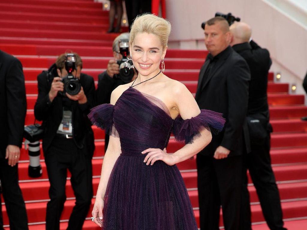 Indahnya Gaun Emilia Clarke di Cannes, Dibuat Selama 250 Jam
