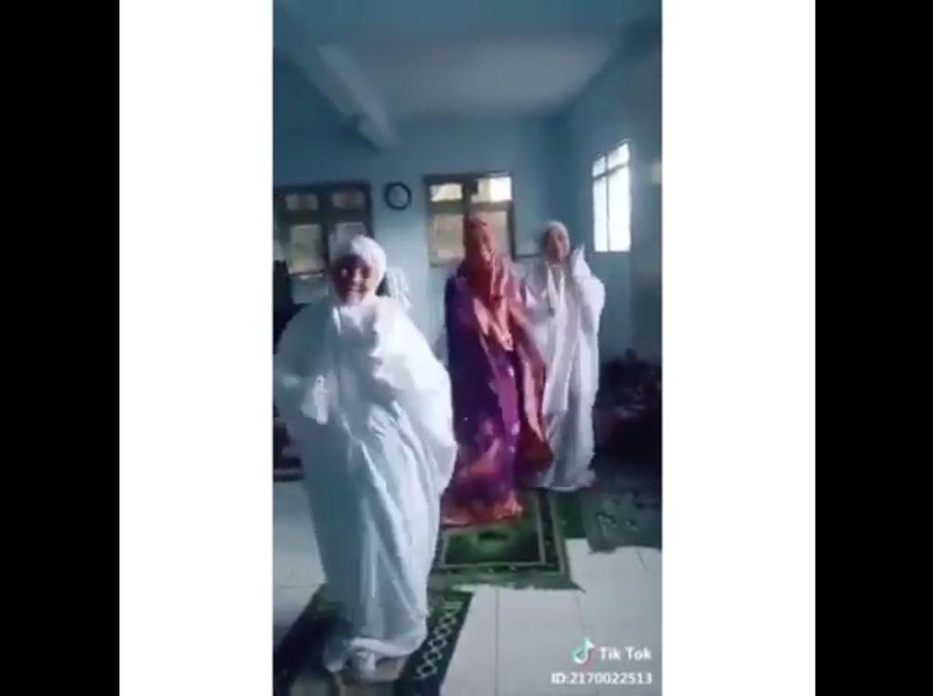 MUI Sesalkan Video Viral 3 Perempuan Joget Saat Salat
