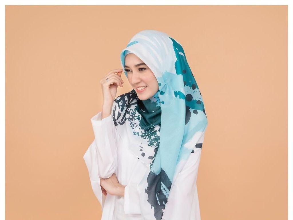 Inspirasi Baju Syari untuk Ramadan dari Zaskia Sungkar hingga Sarah Vi
