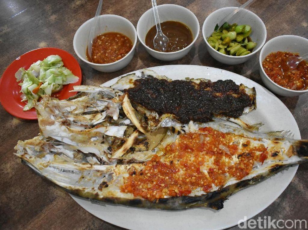 RM. Ujung Pandang: Nikmat Banget! Ikan Sukang Bakar Bumbu Parape dan Rica Khas Makassar