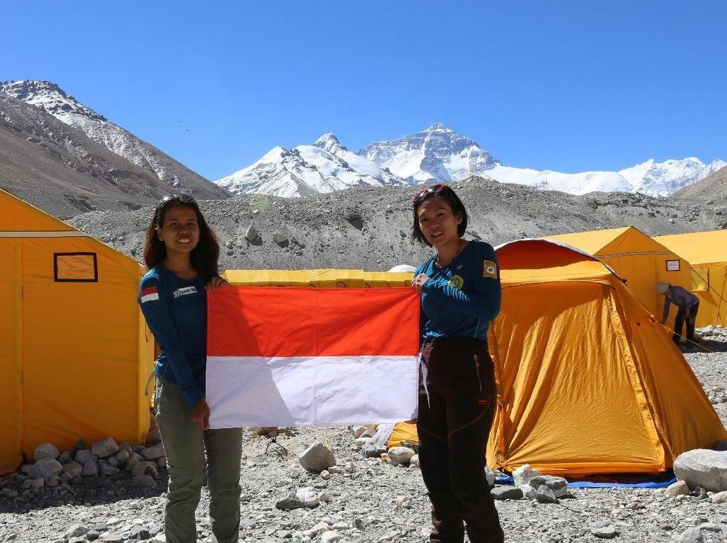 Jokowi Ucapkan Selamat ke 2 Mahasiswi Unpar Pemuncak Everest