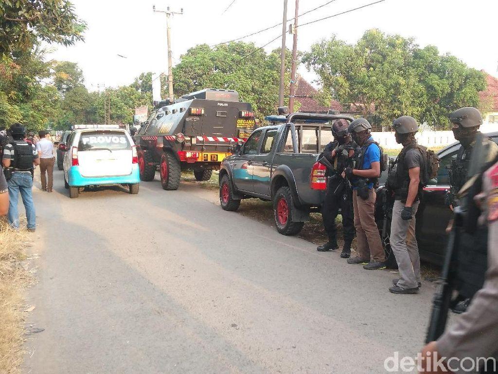 1 Terduga Teroris JAD Cirebon Saban Hari Jualan Cilok