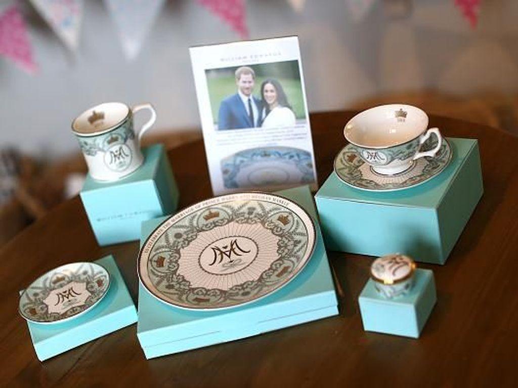 Intip Proses Pembuatan Souvenir Royal Wedding Inggris