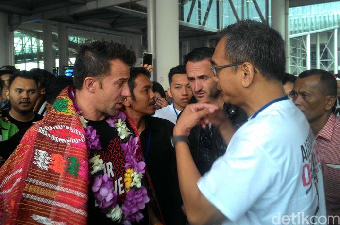 Pesawat yang membawa Del Piero mendarat di Bandar Udara Internasional Kualanamu pada Kamis (17/5/2018) pagi.
