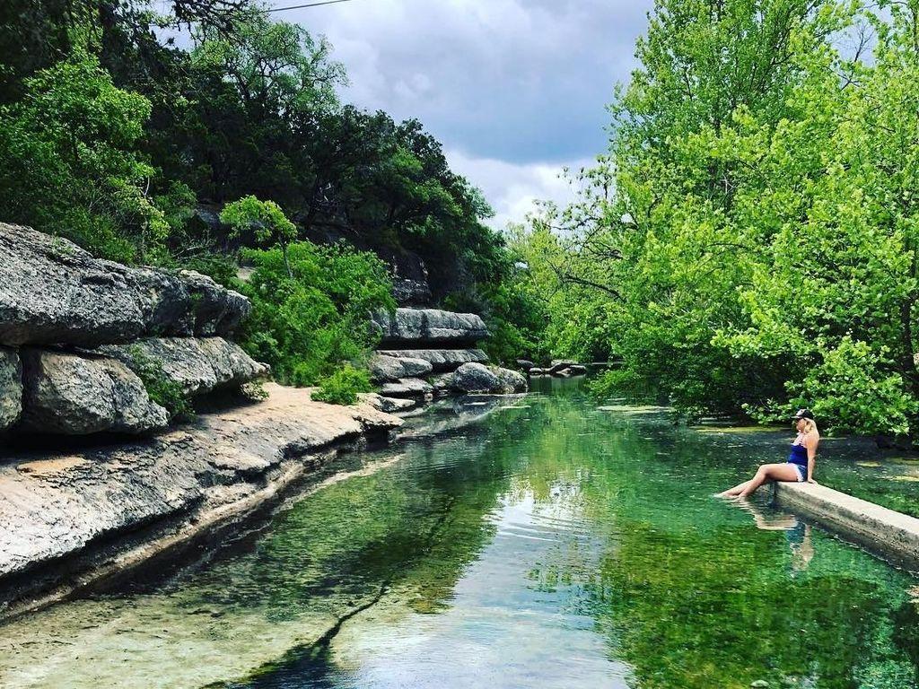 Foto: Kolam Cantik Alami yang Mematikan