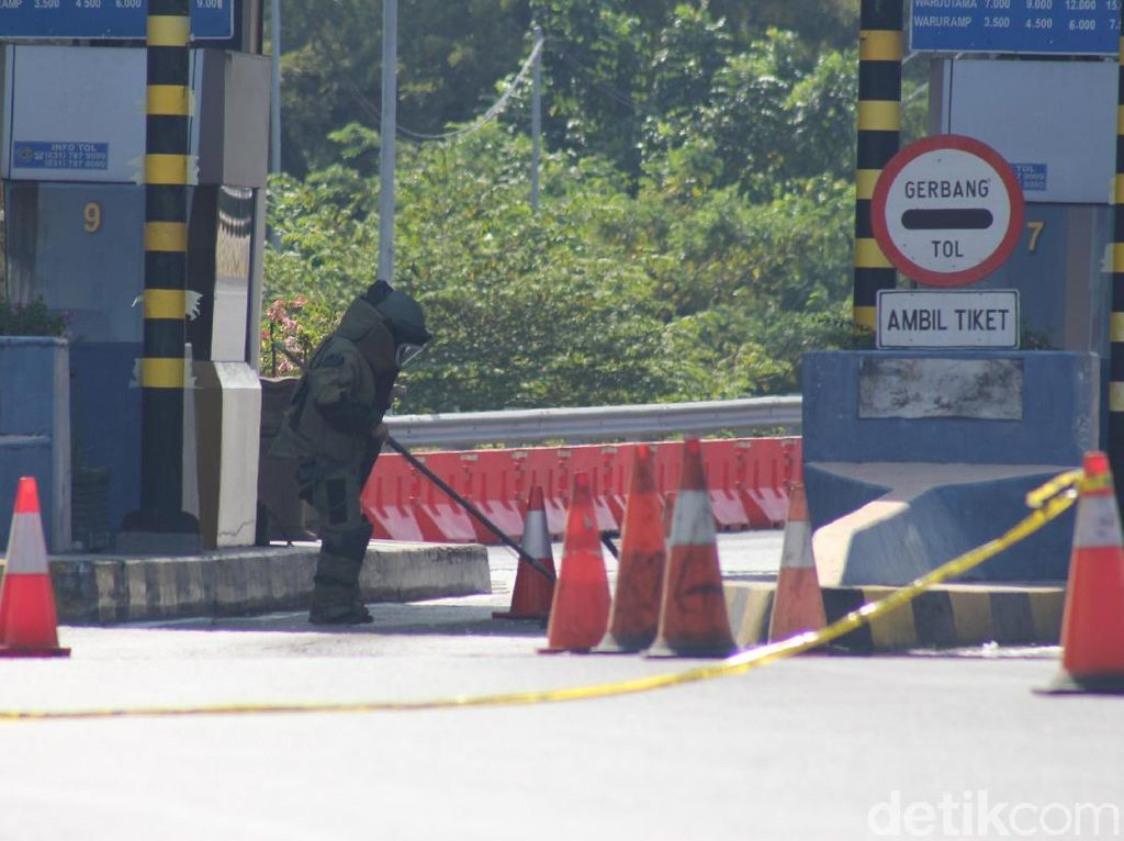 Polisi Selidiki Pembuang Benda Mirip Bom di Pintu Tol Sidoarjo