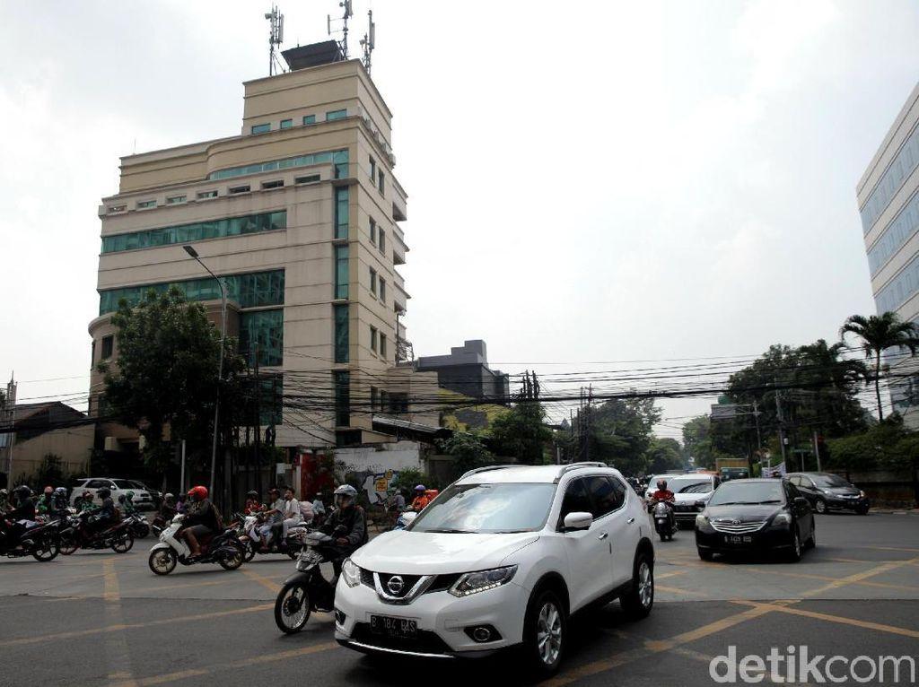 Uji Coba Penutupan 3 Simpang di Jalan Mampang Dimulai Hari Ini