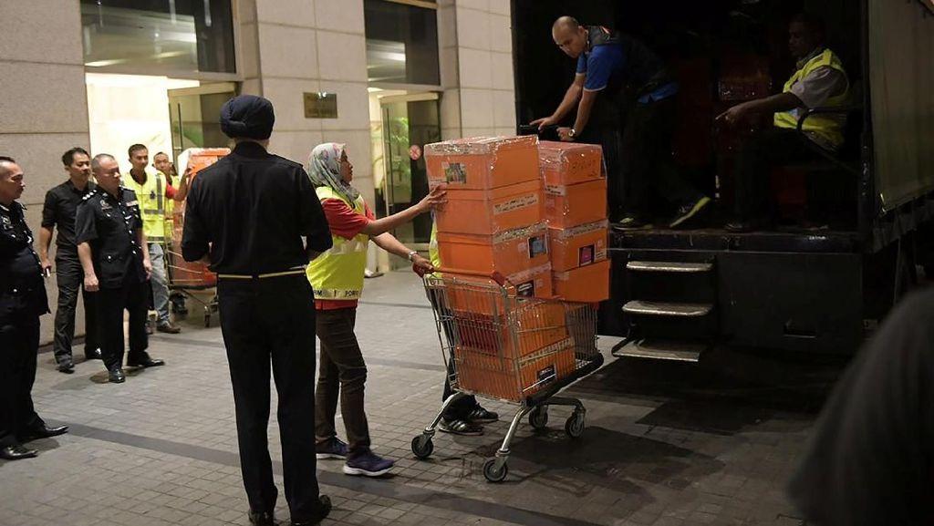Wuih! Polisi Sita 284 Tas Hermes dan LV dari Apartemen Najib