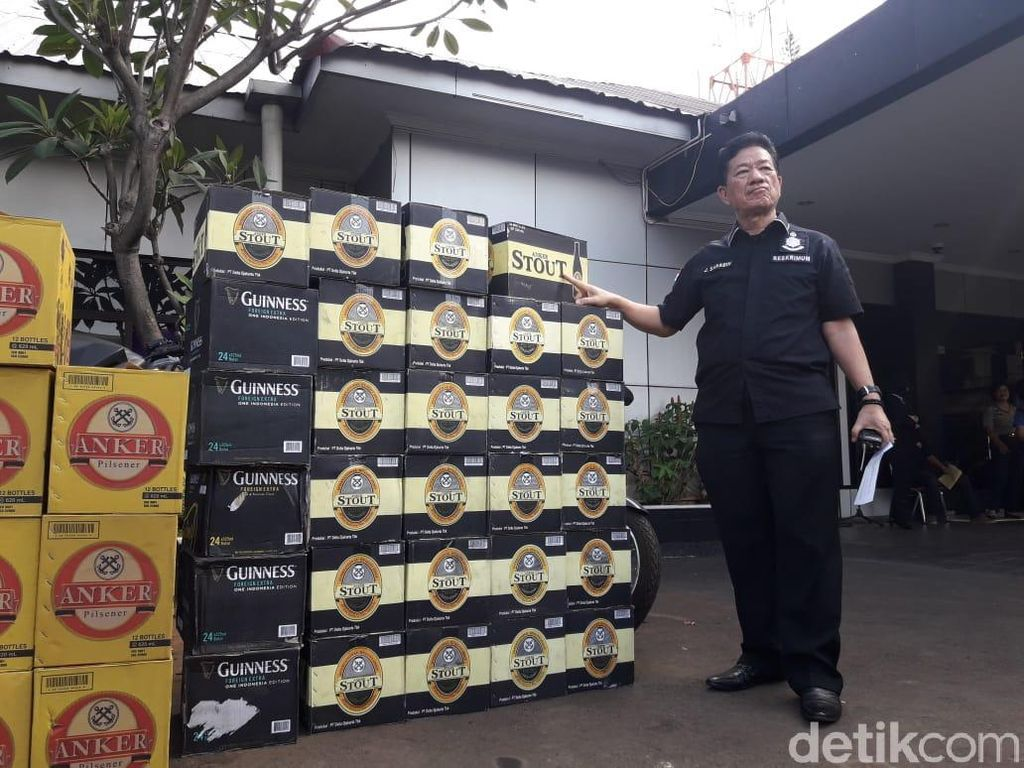 Razia 2 Toko di Bekasi, Polisi Sita Ratusan Botol Miras