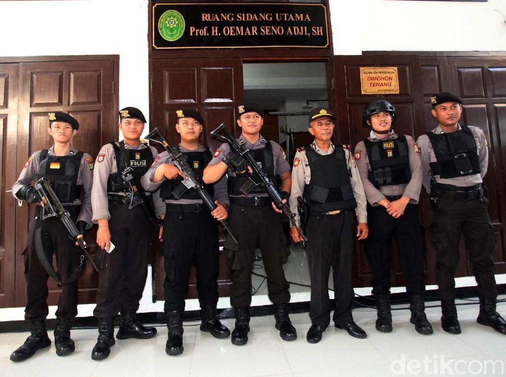 PN Jaksel Tak Gelar Sidang Lain Saat Tuntutan Aman Dibacakan