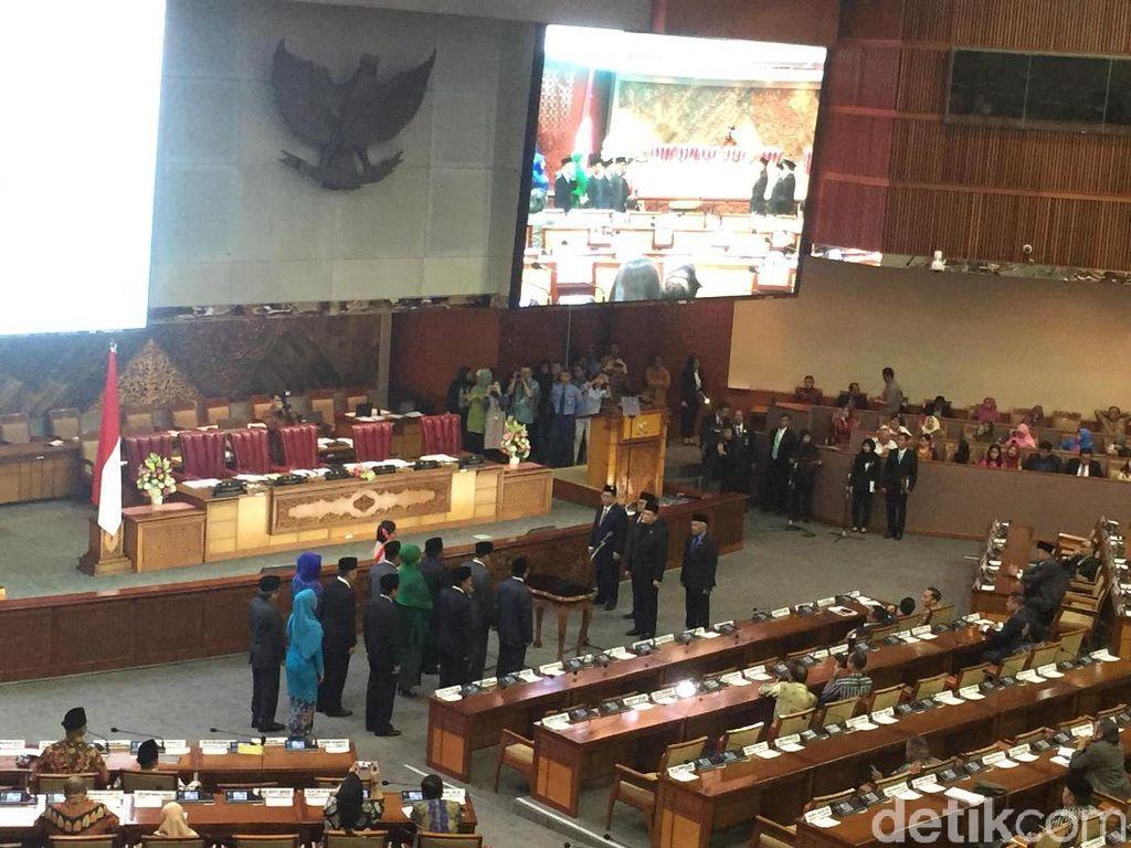 12 Anggota DPR dari PAW Dilantik