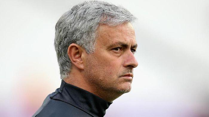 Jose Mourinho mengakui MU masih jauh dari kata solid. (Foto: Steve Bardens/Getty Images)