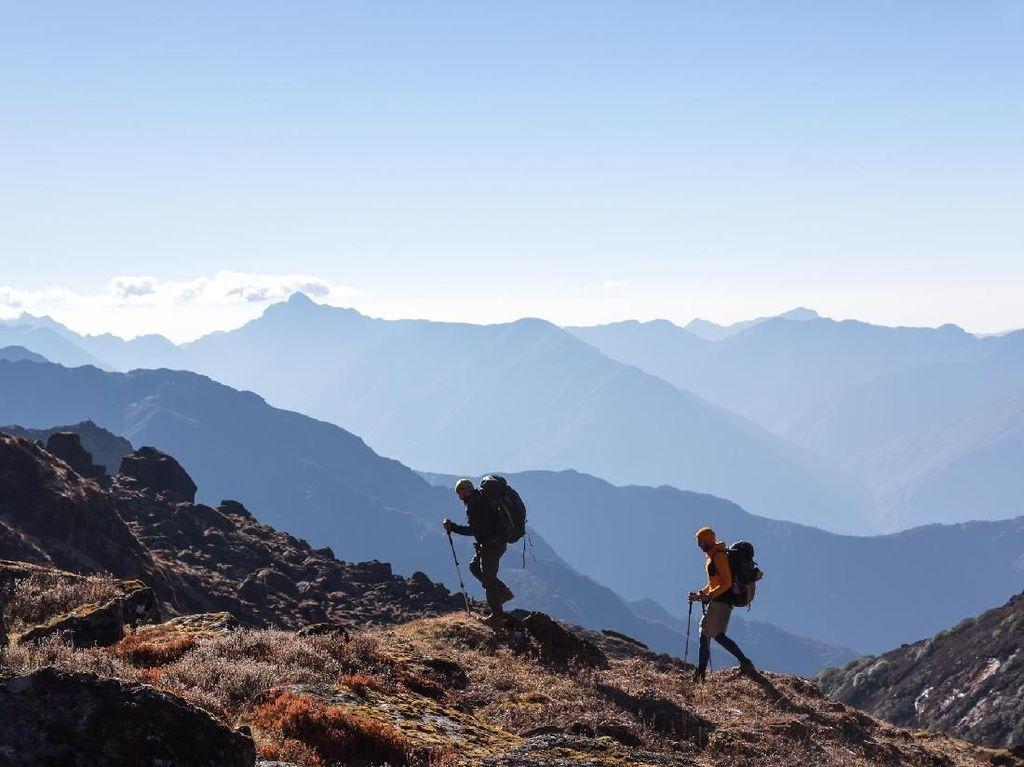 Wanita Berkaki Satu Ini Jadi Leader Saat Mendaki Gunung Kilimanjaro