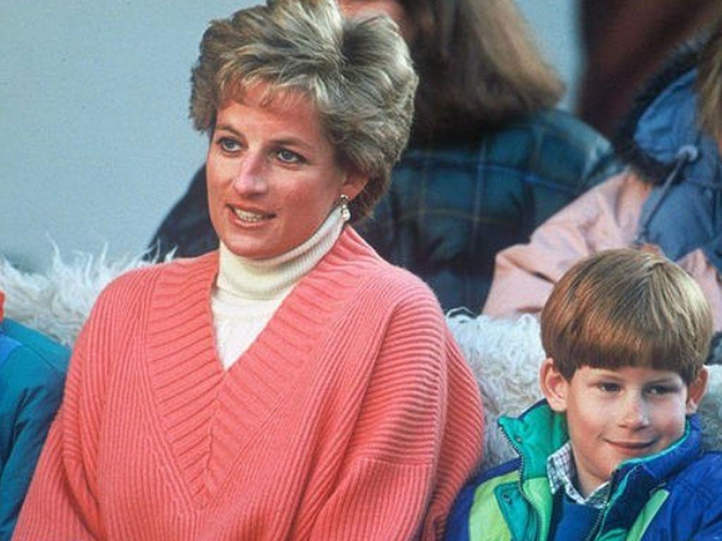 Elton John Ungkap Kado Terindah Putri Diana untuk Harry