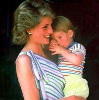 Pangeran Harry kecil dan Putri Diana/