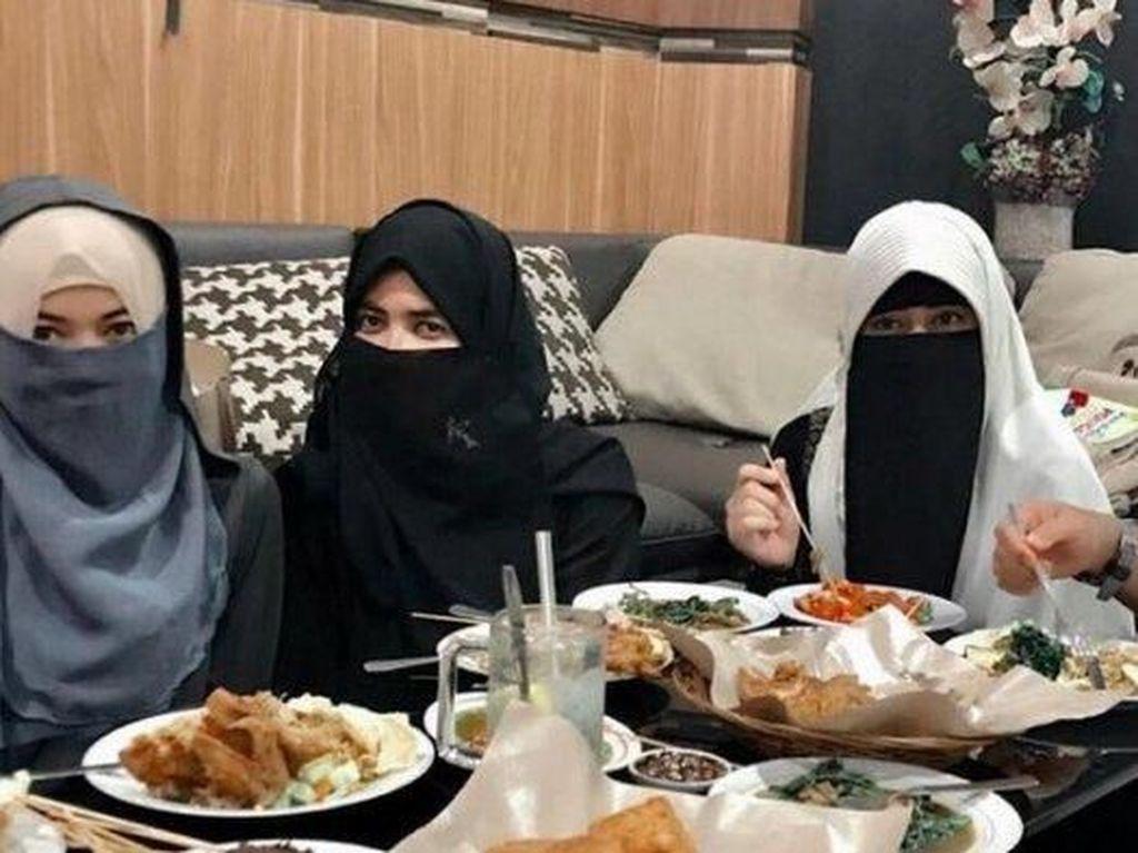 Sweet Banget! Pesan Ustad Arifin Ilham untuk 3 Istrinya Bikin Meleleh