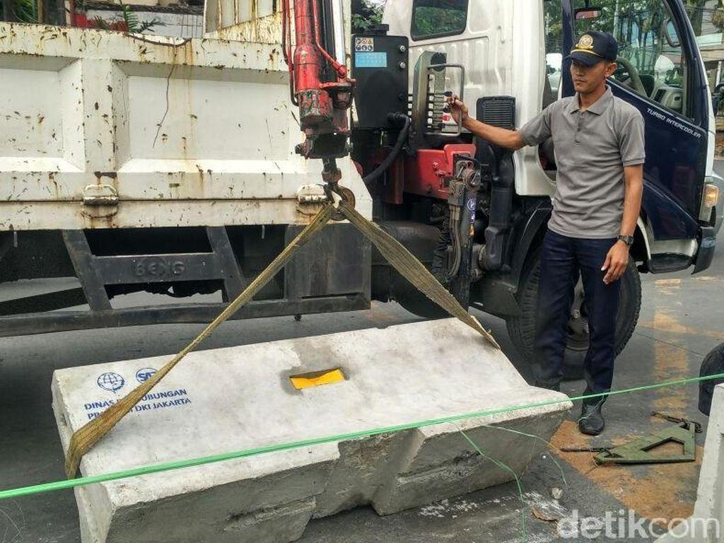 Momen Dibukanya Beton Rekayasa Lalin di Mampang