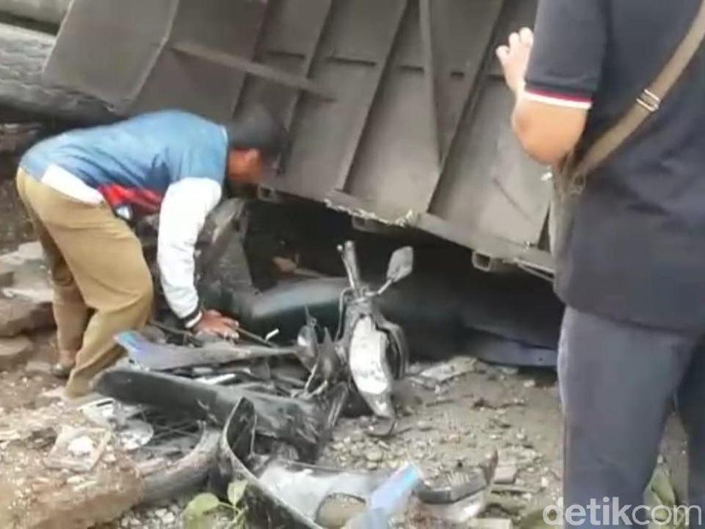 Foto: Kecelakaan Maut di Brebes yang Tewaskan 11 Orang