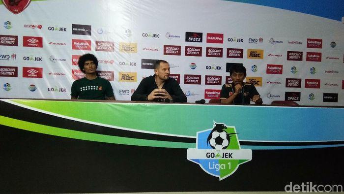 Borneo FC menyoroti wasit setelah dikalahkan PSM Makassar dalam lanjutan Liga 1 (Foto: Reinhard Soplantila)