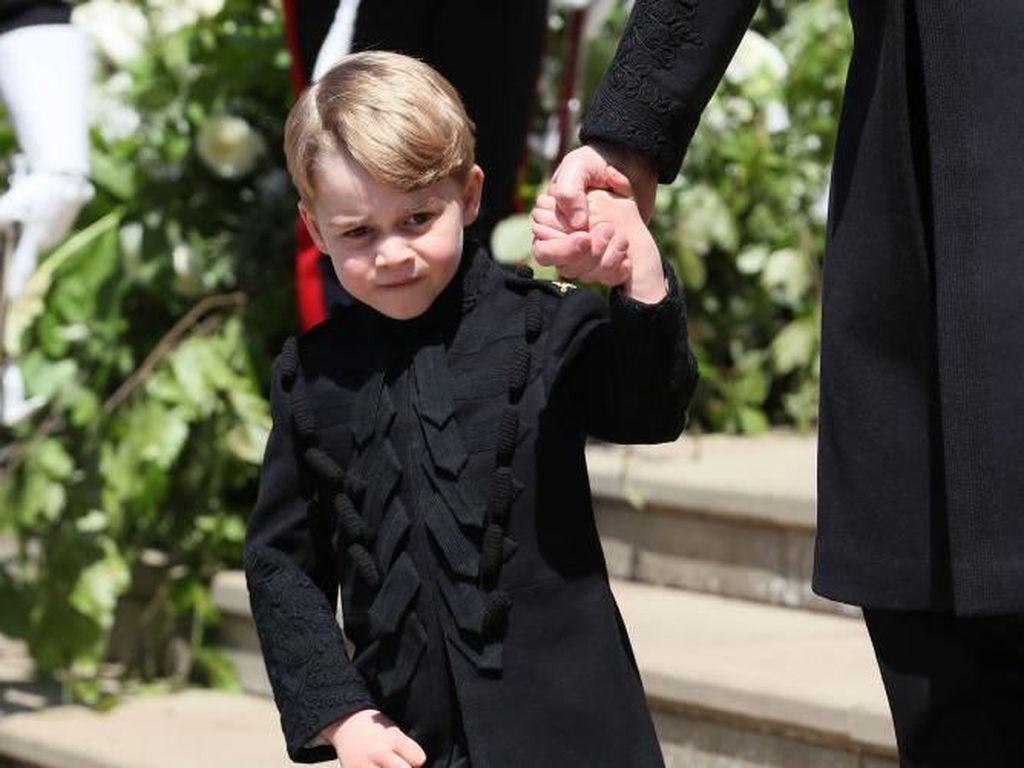 Ini Dia Makanan yang Bikin Pangeran George Tersenyum di Foto Keluarga