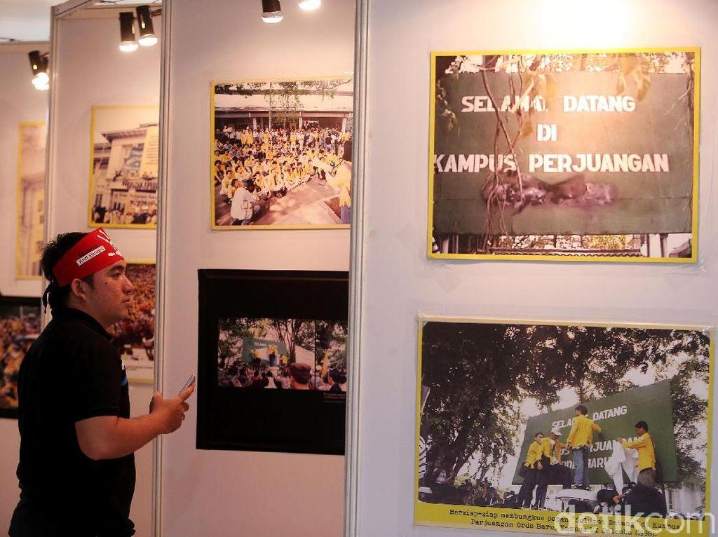 Melihat Aksi 98 Dalam Bingkai Foto