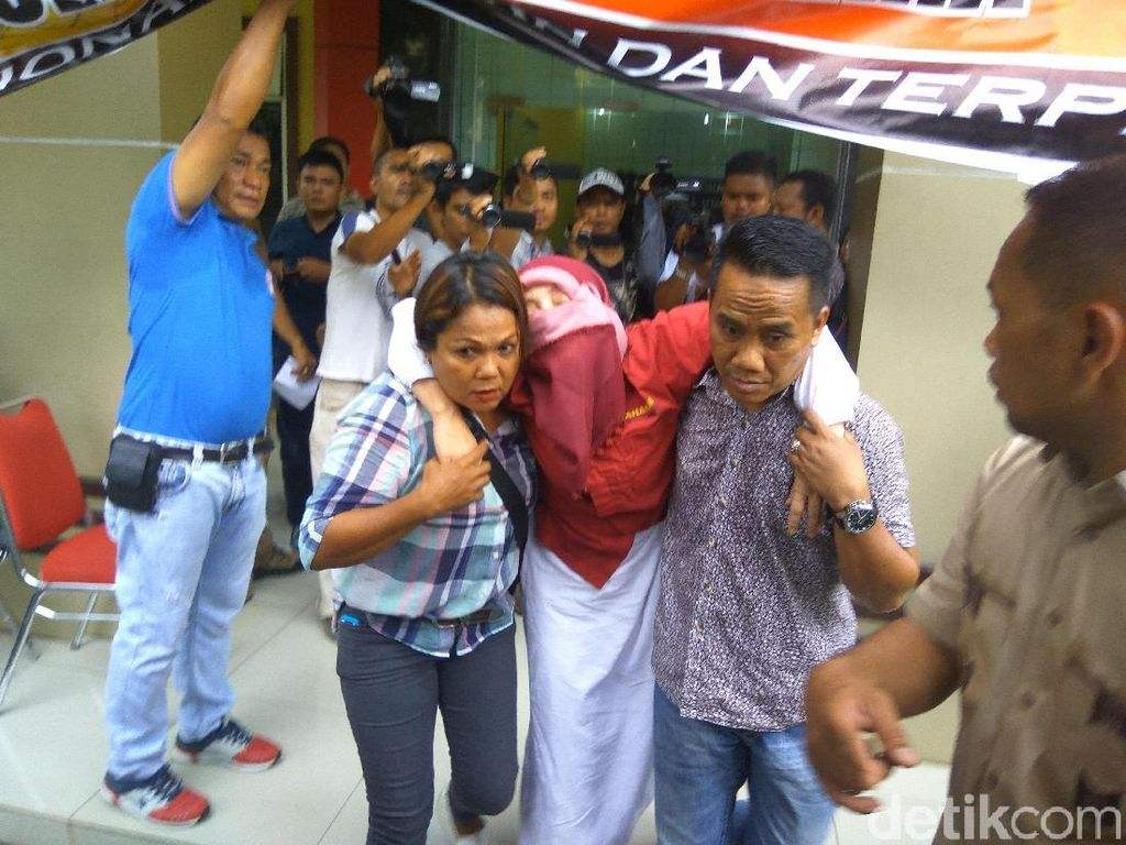 Dipamerkan Polisi, Dosen USU Bom Surabaya Pengalihan Isu Pingsan