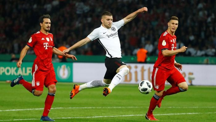 Eintrach Frankfurt juara DFB-Pokal setelah mengalahkan Bayern Munich di babak final. (Foto: Kai Pfaffenbach/Reuters)