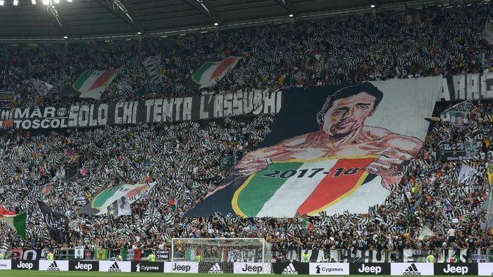 Laga antara Juventus vs Hellas Verona di Allianz Stadium, Sabtu (19/5/2018) malam WIB, menjadi akhir perjalanan Buffon dengan Juventus yang sudah berlangsung selama 17 tahun. (Foto: Massimo Pinca/Reuters)