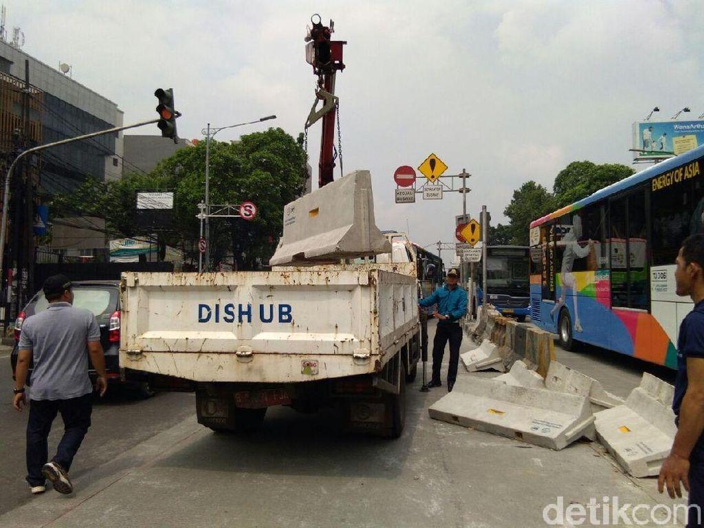 Sandiaga Pertimbangkan 2 Opsi Penutupan 3 Persimpangan di Mampang