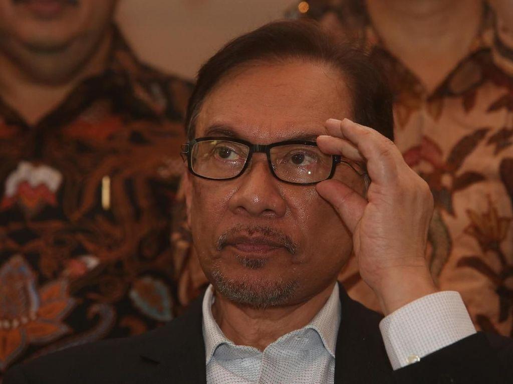 Setuju dengan Mahathir, Anwar Ibrahim: Tak Perlu Deportasi Zakir Naik