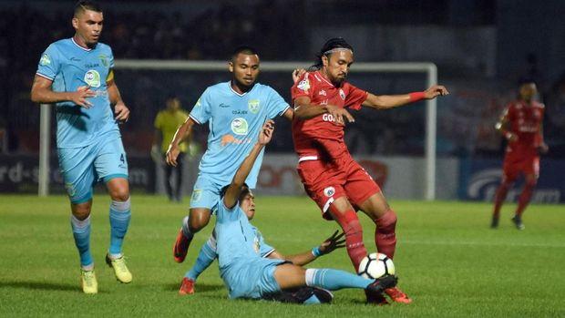 Persija Jakarta baru menelan kekalahan 0-2 dari Persela Lamongan.