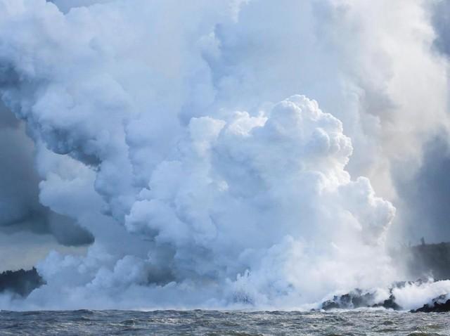 Foto: Gunung Kilauea Erupsi Lagi, Lava Panas Mengalir ke Pasifik