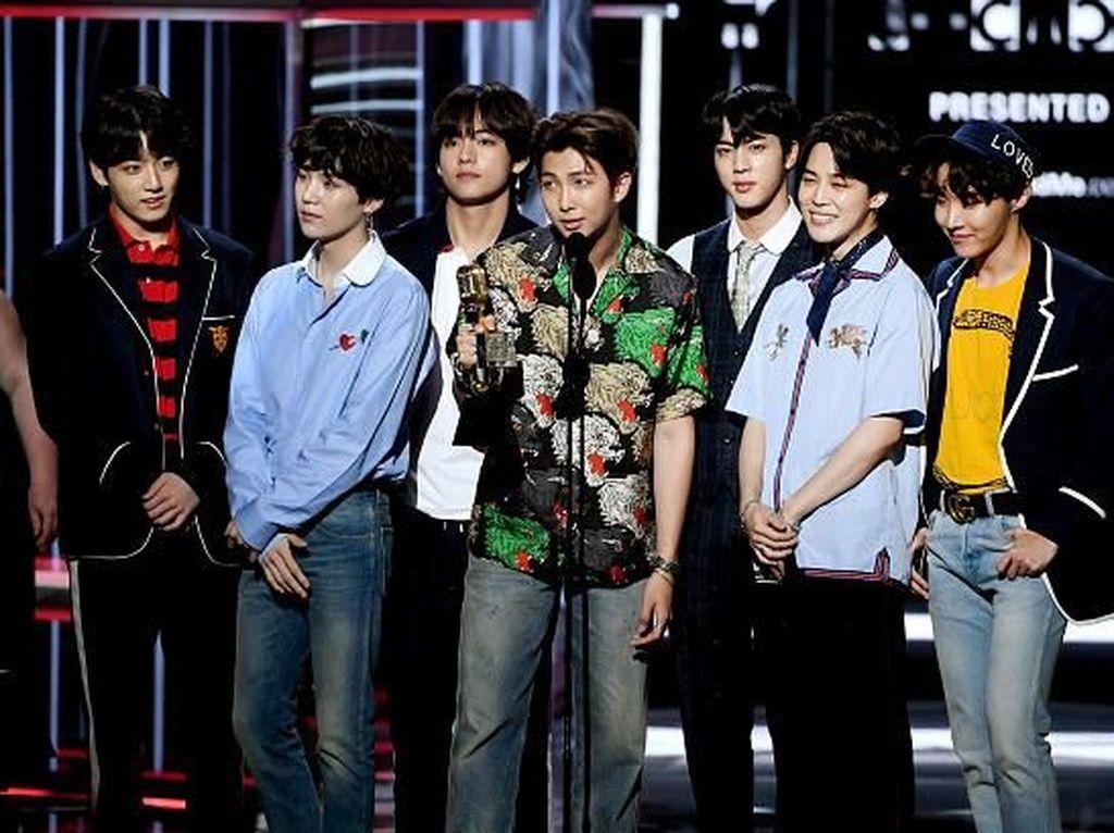 Gara-gara Kaus Bom, BTS Batal Tampil di TV Jepang