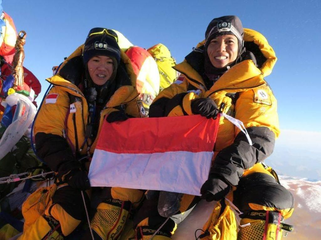 Foto: 2 Wanita Indonesia di 7 Puncak Dunia