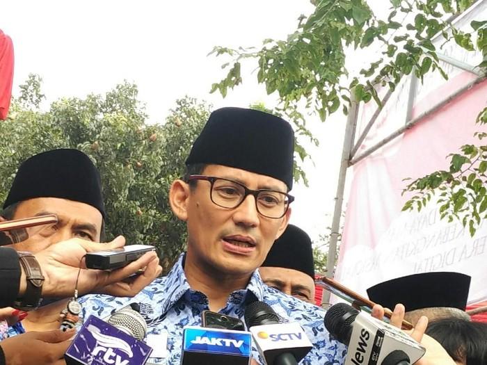 Tuai Kritik, Sandi akan Pindahkan Tarawih di Monas ke Masjid