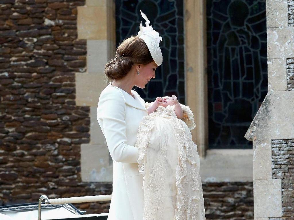Sepatu Hak Tinggi Paling Nyaman Versi Kate Middleton Hingga Michelle Obama