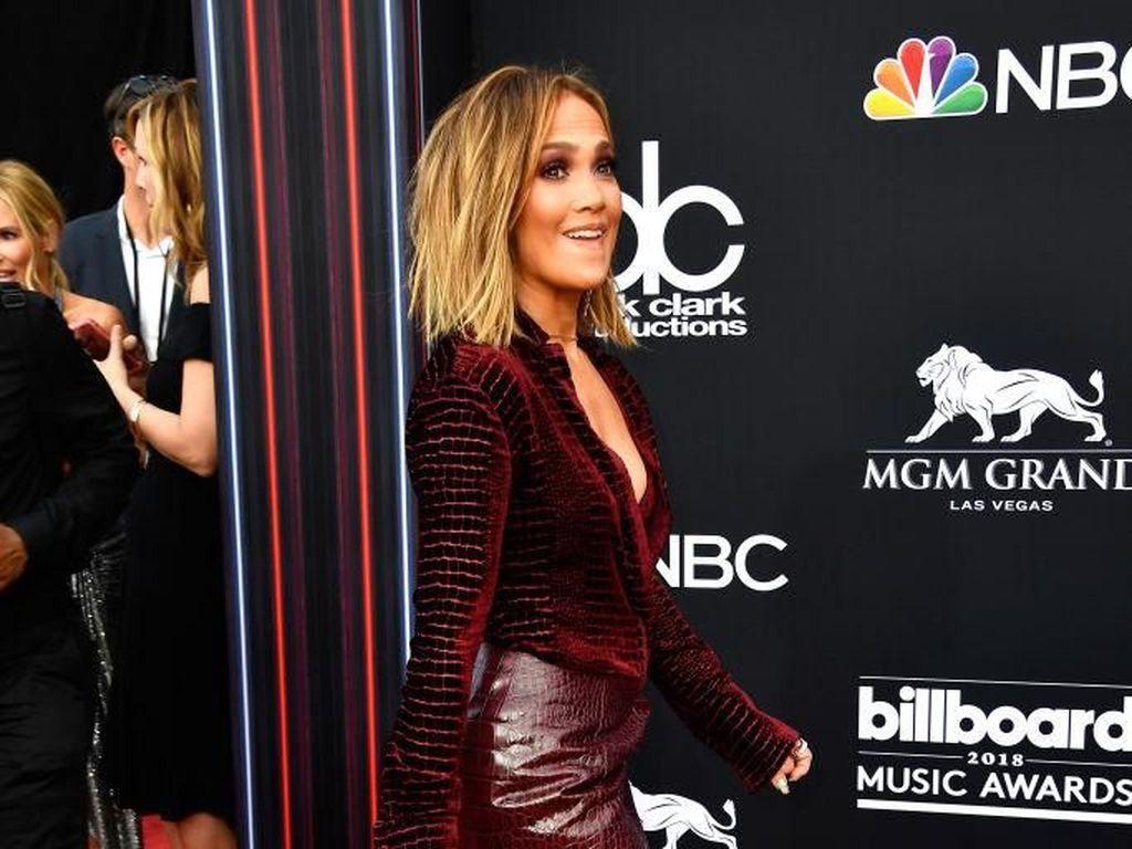 Daftar 10 Artis Berbusana Terbaik di Billboard Music Awards 2018