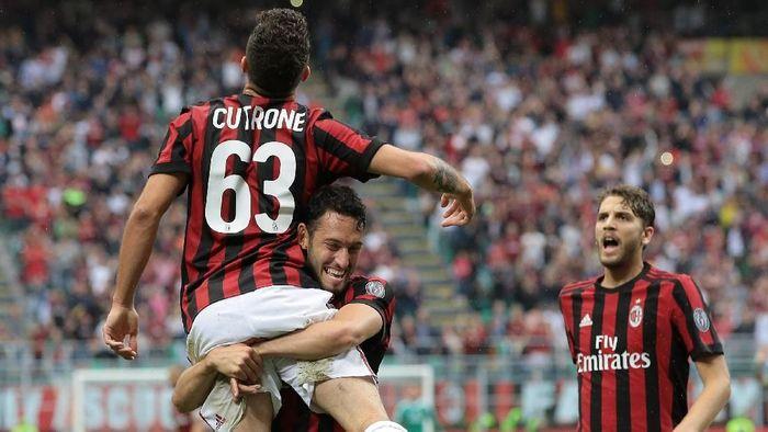 AC Milan menang telak 5-1 atas Fiorentina di laga terakhirnya di Serie A 2017/2018. (Foto: Emilio Andreoli/Getty Images)