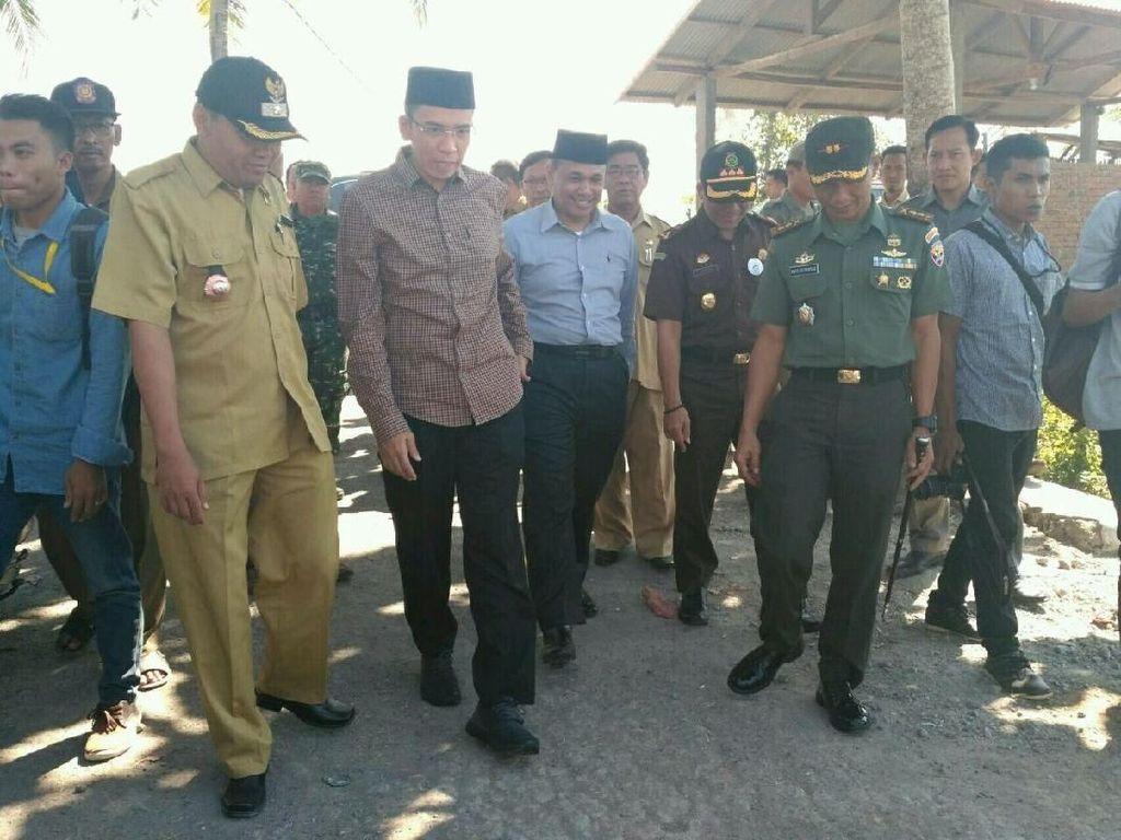 Temui Warga di Lokasi Ahmadiyah Diserang, TGB Minta 8 Rumah Diperbaiki