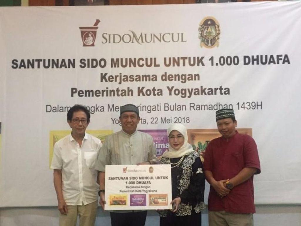 Sido Muncul Berikan Santunan kepada 1.000 Dhuafa di Yogyakarta
