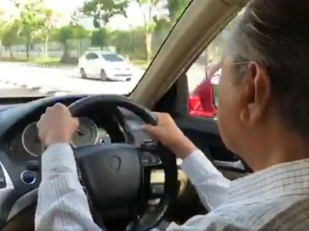 Umur Hampir Seabad, Mahathir Mohamad Masih Kuat Nyetir Mobil