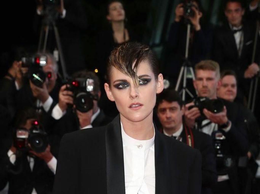 Kristen Stewart Pacaran dengan Cewek, Robert Pattinson Terkejut