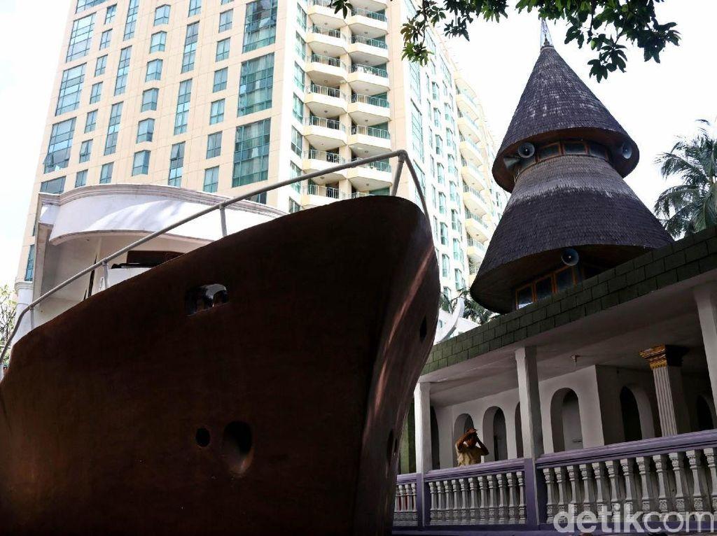 Keunikan Masjid Perahu di Tengah Ibu Kota