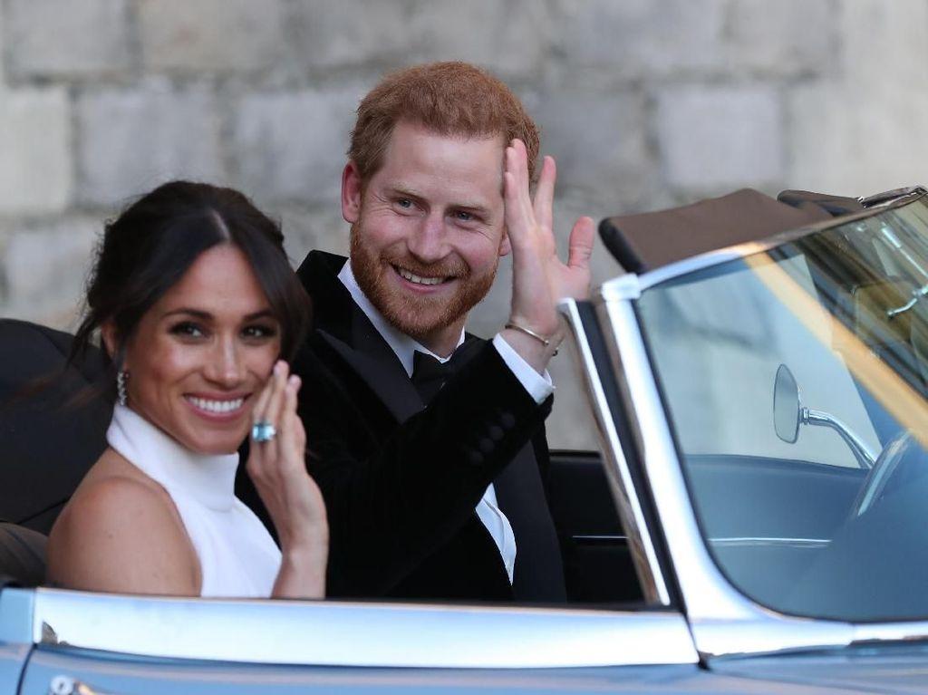 Ratu Elizabeth Pajang Foto Pangeran Harry dan Meghan Markle