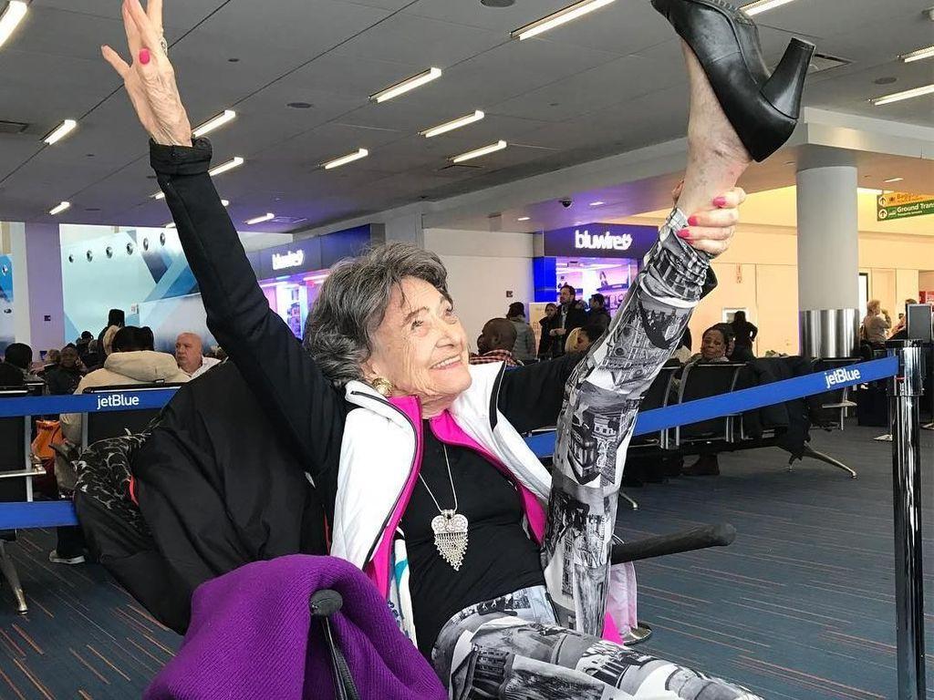 Tao Porchon Lynch, Yoga Master Berusia 99 Tahun yang Super Lincah!