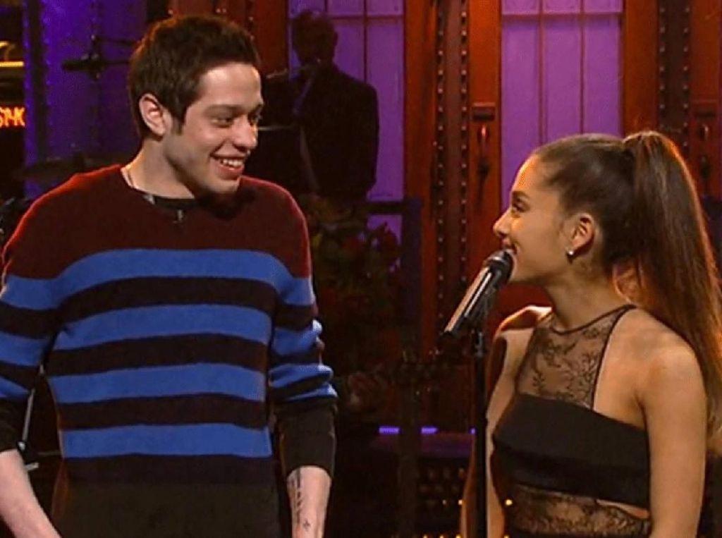 Belum Sebulan Putus, Ariana Grande Pacaran dengan Komedian?