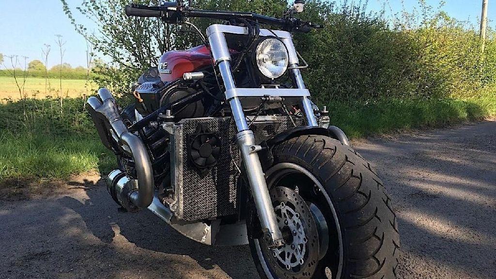 Tampang Sangar Motor Monster Bermesin Mobil V6