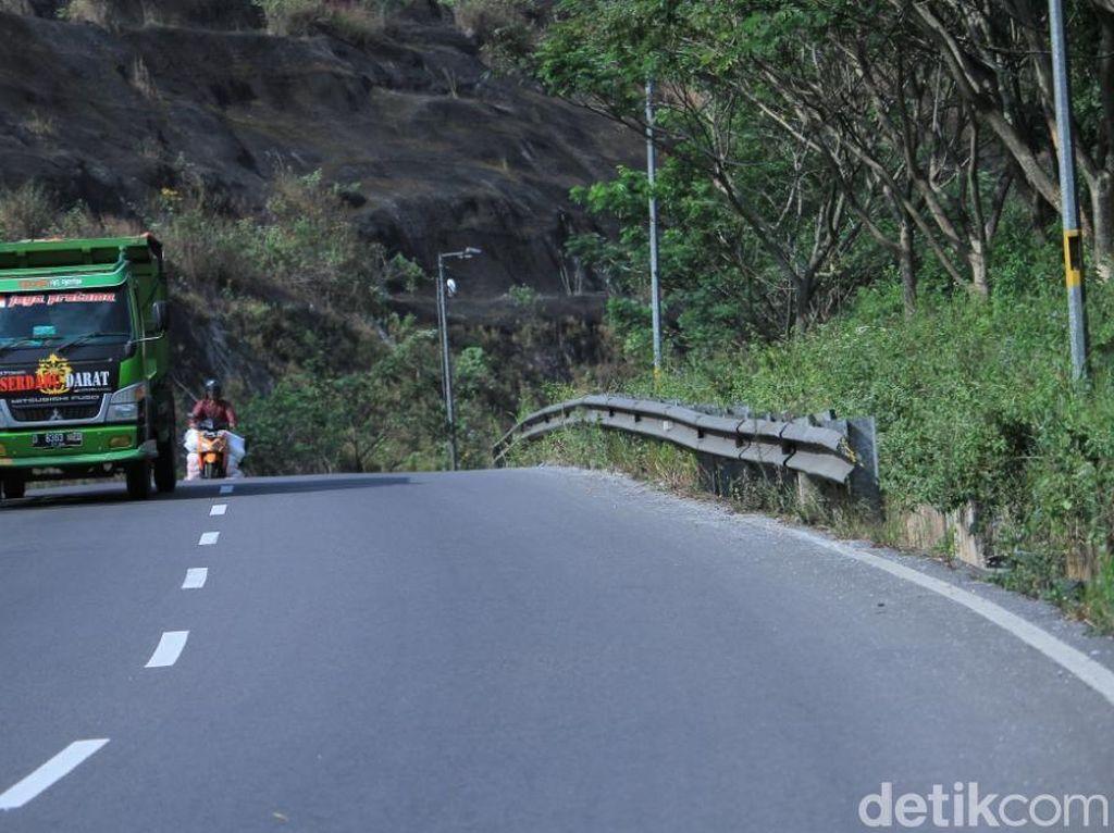 Wadaw! Pembatas Jalan Ini Bikin Orang Jantungan!